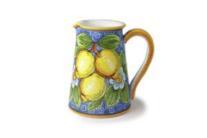 Кувшин с лимонами
