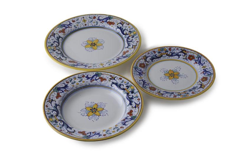Набор из трех тарелок