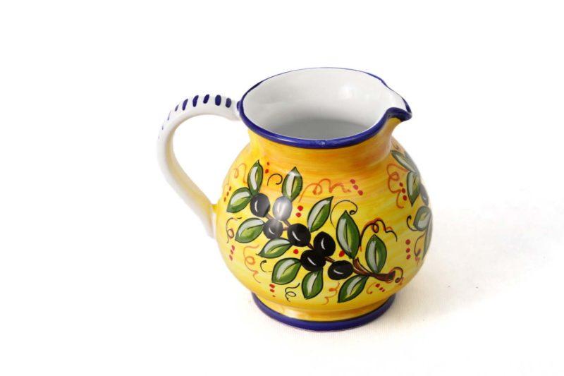 Керамический кувшин с оливой