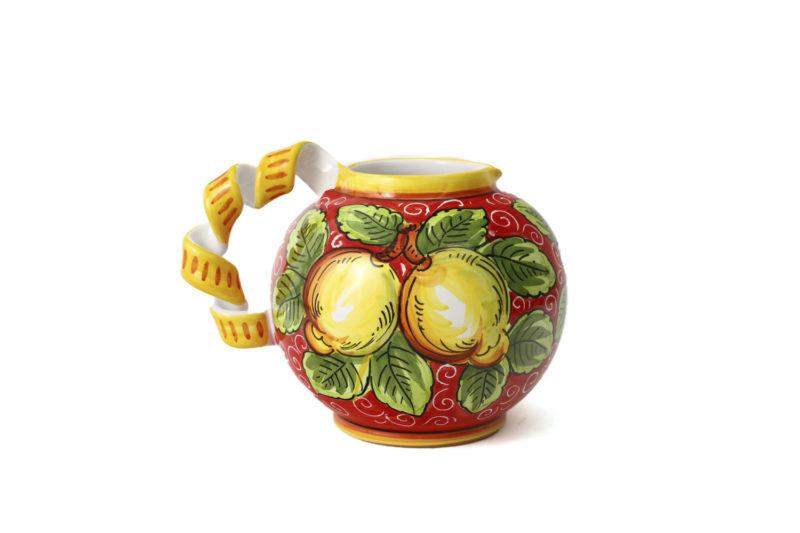 Керамический кувшин с лимонами